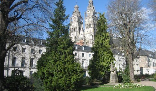 STUDIO à louer proche Cathédrale