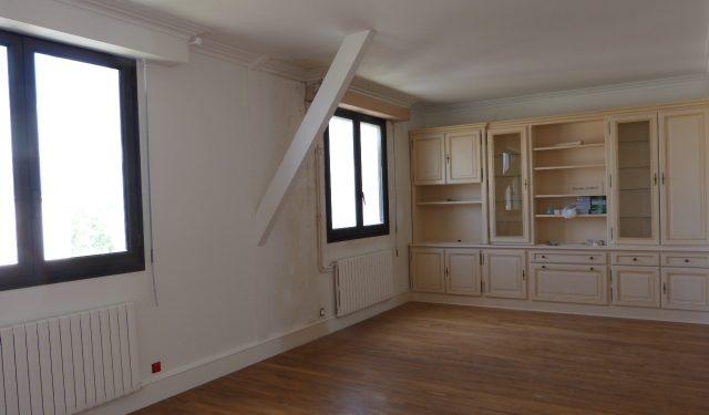 A louer appartement type 3 Avenue de Grammont par Gautard Immobilier séjour