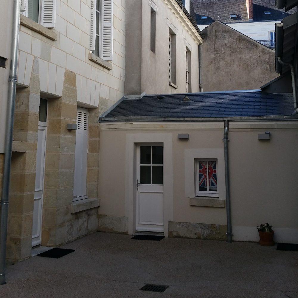A louer studio meublé Centre ville de Tours par Gautard immobilier cour