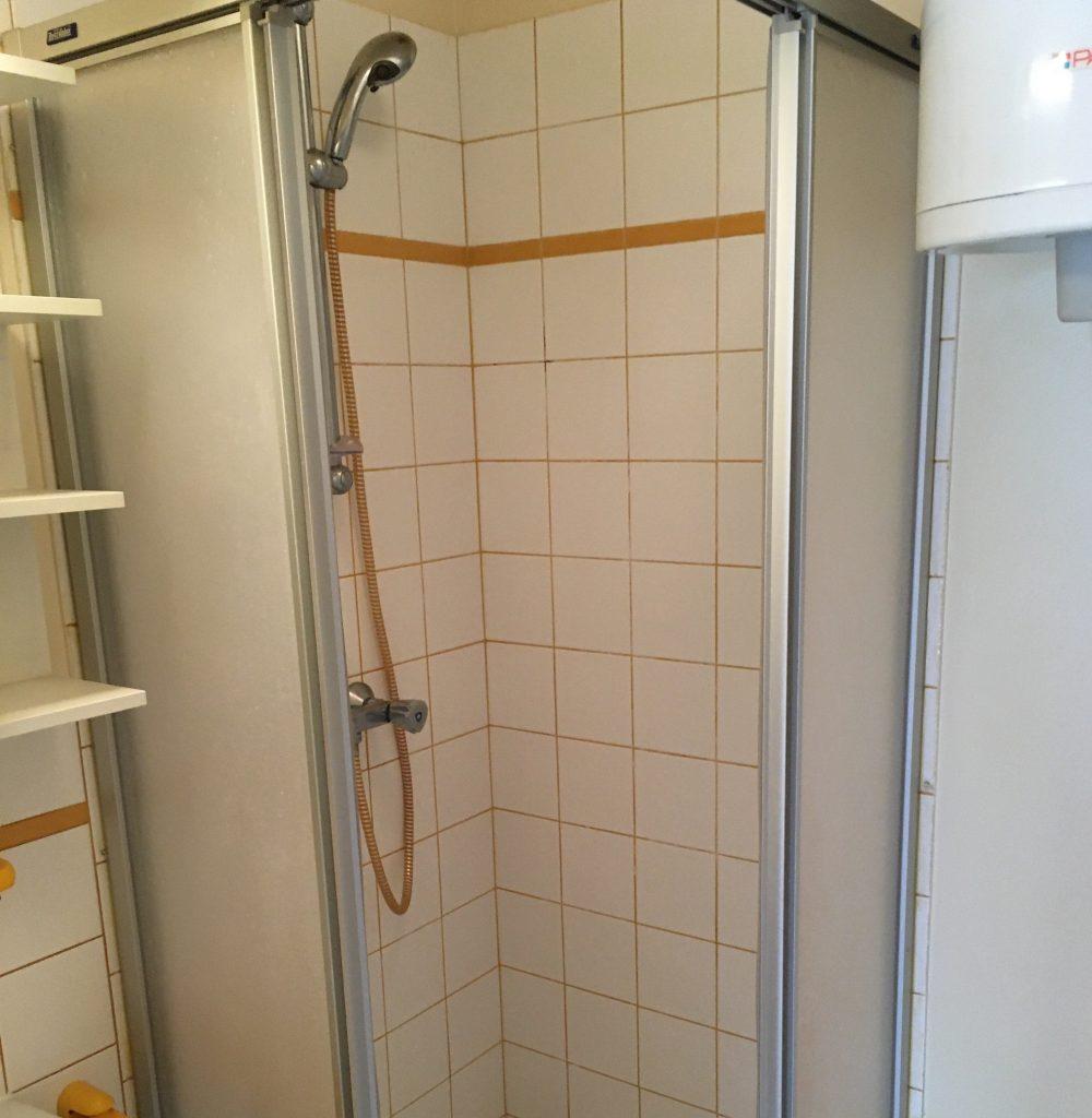 A louer petit type 2 Tours Centre quartier Blanqui Mirabeau par Gautard Immobilier salle d'eau