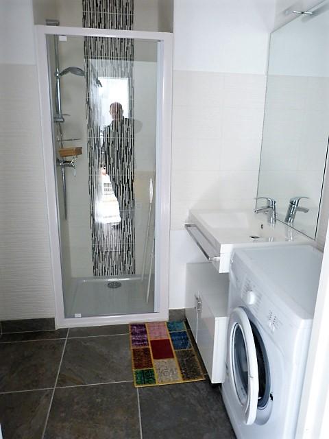 Appartement Type 2 meublé avec garage et parking Tours Nord par Gautard Immobilier salle d'eau
