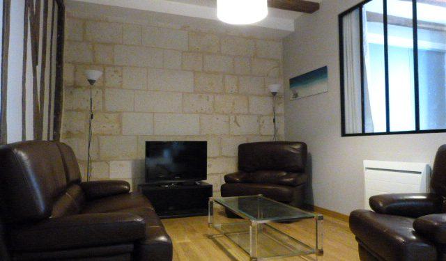 Quartier des Halles de Tours dans petite rue très calme appartement T3 refait à neuf avec de belles prestations au 1er étage d'un immeuble restauré avec goût