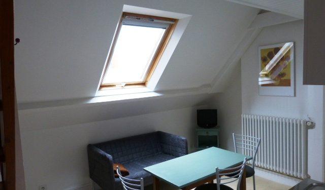 Studio meublé hyper centre de Tours par Gautard Immobilier coin repas