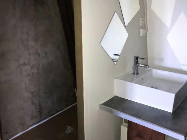 A louer Studio Tours centre Gare par Gautard Immobilier salle d'eau