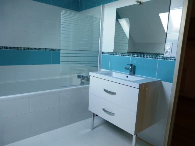 A louer maison t5 Montlouis sur Loire par Gautard Immobilier salle de bains