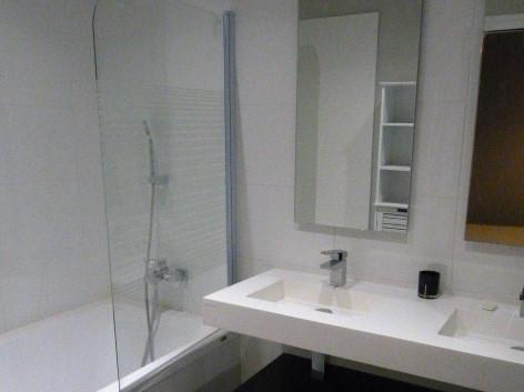 A louer type 3 meublé Tours quartier des Halles par Gautard immobilier  salle de bains