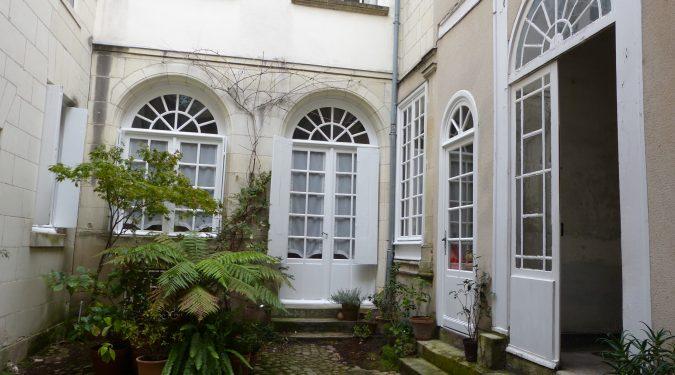 Type 2 meublé Quartier Cathédrale cour