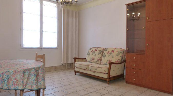 A louer appartement type 2 meublé Tours entre IUT et la gare de Tours par Gautard Immobilier séjour
