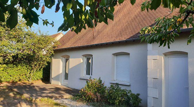jardin et façade de la maison 7 pièces à saint avertin loué par tours n gestion immo 37
