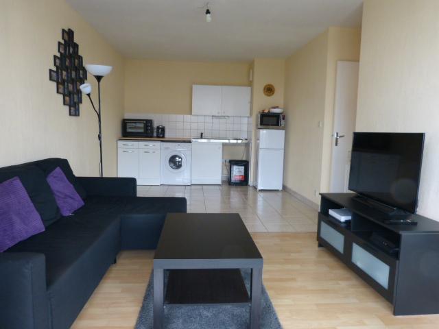 Type 2 meublé La Riche avec terrasse et garage par Gautard Immobilier