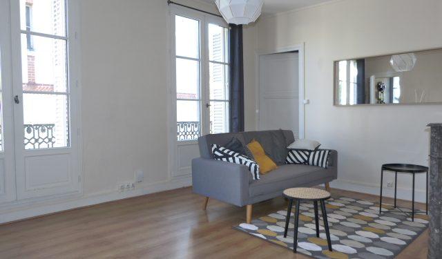 Type 2 meublé Quartier Paul Bert loué par Gautard immobilier salon