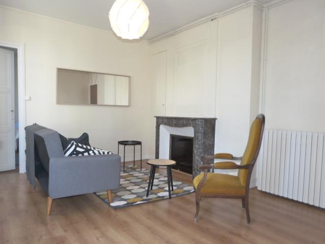 Type 2 meublé Quartier Paul Bert loué par Gautard immobilier séjour