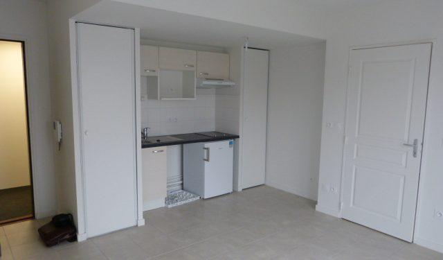 Appartement type 2 avec balcon et parking Montlouis sur loire à louer par Gautard Immobilier cuisine