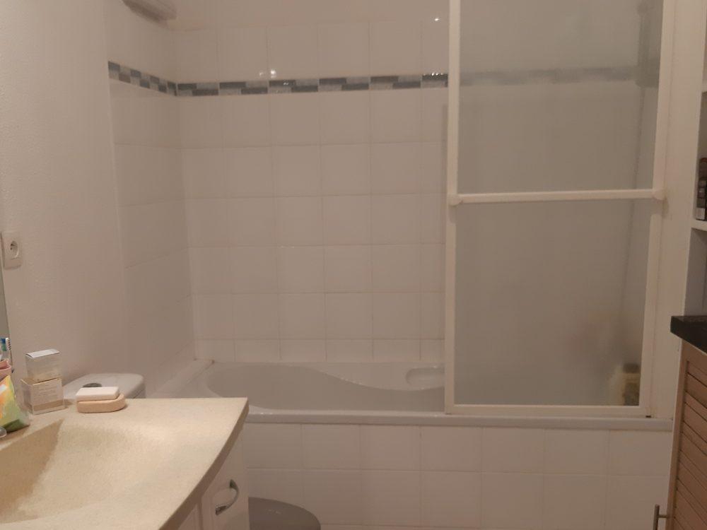 A louer appartement type 2 proche du centre de Joue-les-Tours par Gautard immobilier salle de bains