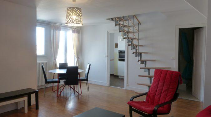 A louer type 2 meublé Tours centre rue Nationale par Gautard Immobilier séjour
