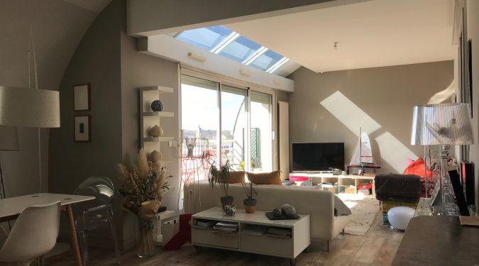salon d'un T3 rooftop avec terrasse tours centre loué par tours n gestion immo 37