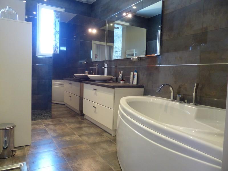 A vendre maison Azay le Rideau par Gautard Immobilier salle de bains