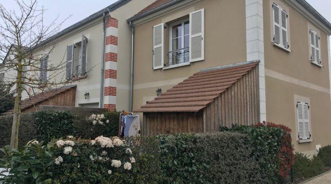 façade de la maison mitoyenne avec jardin et terrasse louée par tours n gestion immo 37