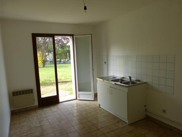 A louer maison type 3 proche du bourg de Savonnières par Gautard Immobilier cuisine