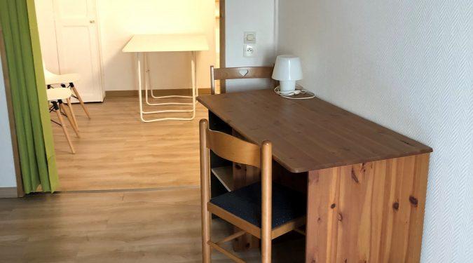 A louer studio meublé Tours centre proche fac de lettres par Gautard Immobilier coin bureau