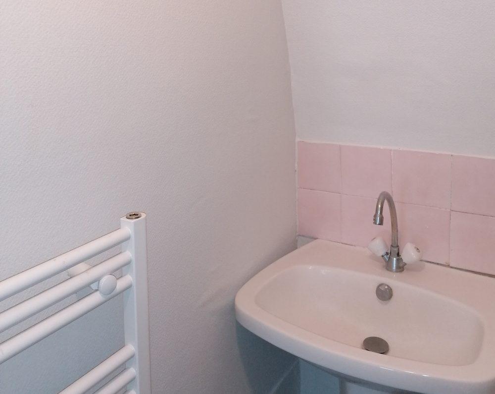 A louer appartement type 2 Tours Quartier Cathédrale par Gautard Immobilier salle d'eau