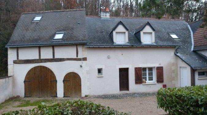 A louer vaste studio meublé entre Rochecorbon et Parcay-Meslay par Gautard Immobilier vue extérieure