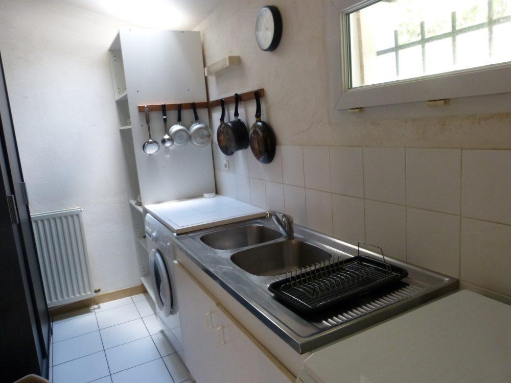 A louer vaste studio meublé entre Rochecorbon et Parcay-Meslay par Gautard Immobilier coin cuisine