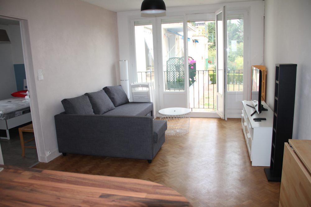 A louer chambre meublée en colocation à Tours Sud par Gautard Immobilier salon