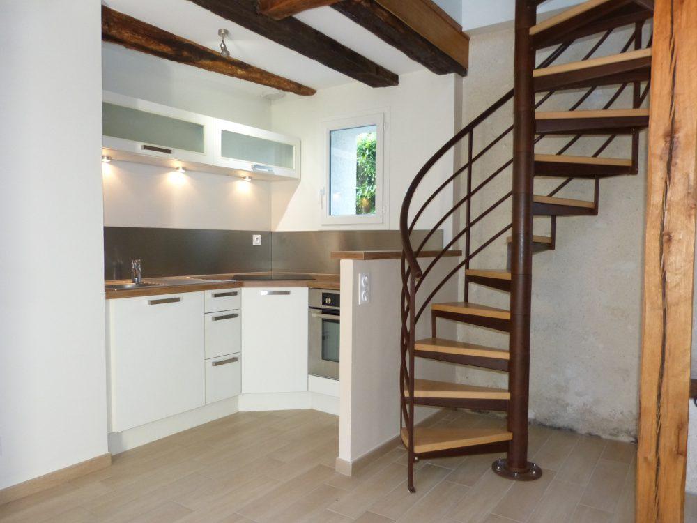 A louer maison type 3 meublée Tours Nord proche tram par Gautard Immobilier cuisine