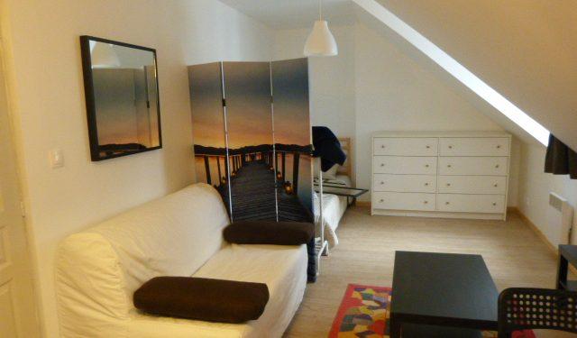 A louer studio meublé Tours Centre proche Place Jean-Jaurès par Gautard Immobilier pièce de vie