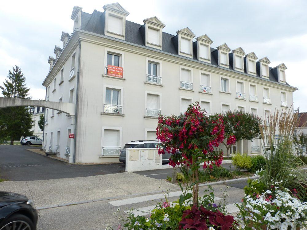 A louer t2 dans le centre de Chambray les Tours par Gautard Immobilier immeuble