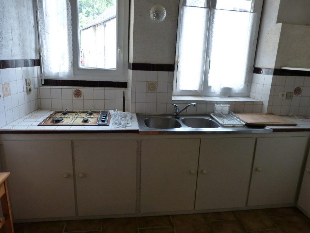A louer studio meublé dans le centre de Parcay-Meslay par Gautard Immobilier cuisine