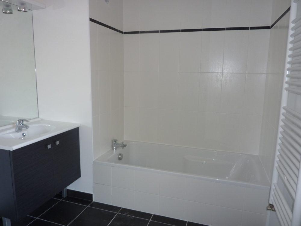 A louer type 3 Tours Sud par Gautard Immobilier salle de bains