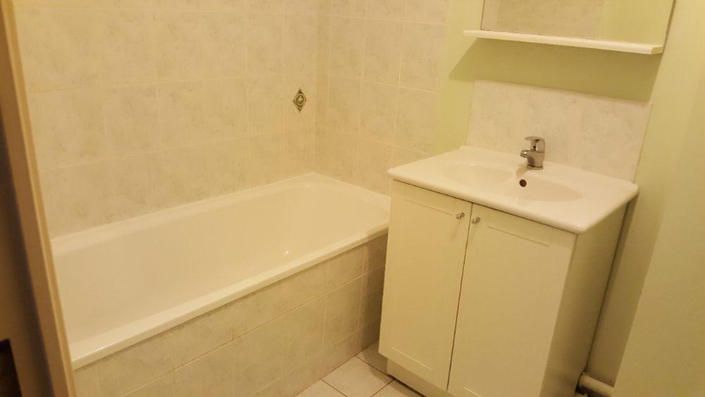 A louer appartement type 2 Quartier Giraudeau par Tours'N Gestion salle de bains